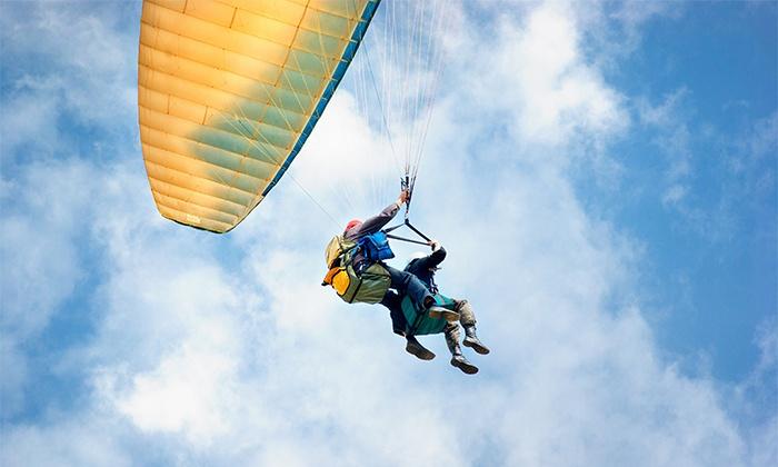 Así es la experiencia del vuelo en parapente biplaza